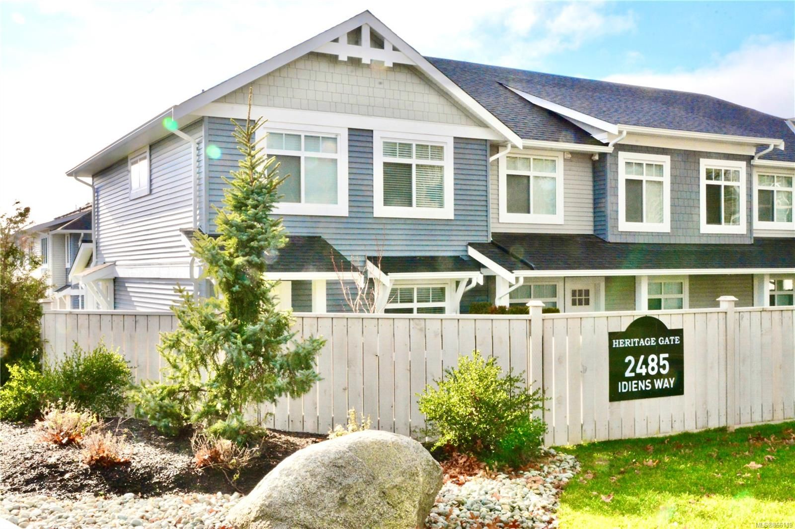 Main Photo: 101 2485 Idiens Way in : CV Courtenay East Row/Townhouse for sale (Comox Valley)  : MLS®# 866119