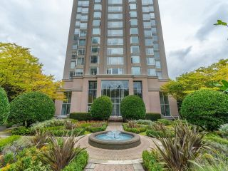 """Photo 1: 107 2628 ASH Street in Vancouver: Fairview VW Condo for sale in """"Cambridge Gardens"""" (Vancouver West)  : MLS®# R2626002"""