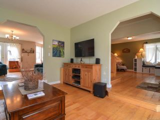 Photo 3: 2390 Humphrey Rd in MERVILLE: CV Merville Black Creek House for sale (Comox Valley)  : MLS®# 738200