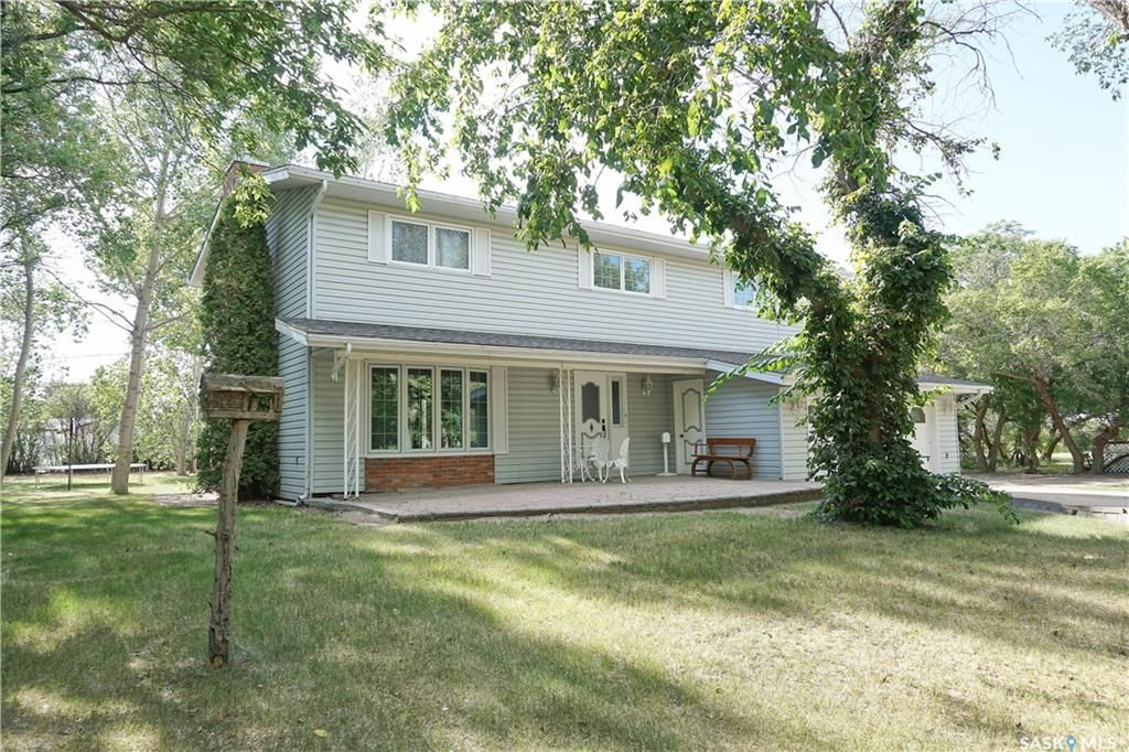 Main Photo: 206 4th Avenue North in Lucky Lake: Residential for sale : MLS®# SK850386