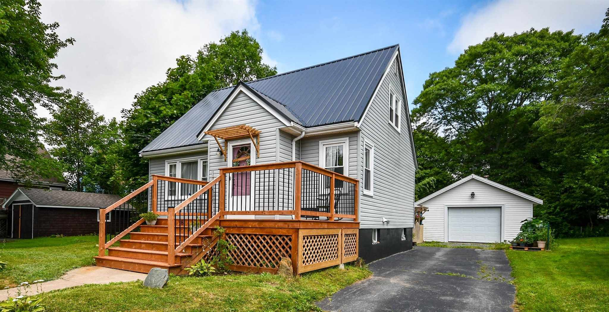 Main Photo: 8 Murray Street in Dartmouth: 10-Dartmouth Downtown To Burnside Residential for sale (Halifax-Dartmouth)  : MLS®# 202118815