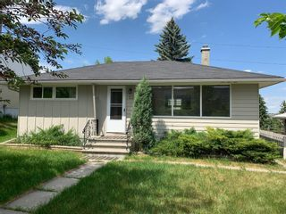 Main Photo: 512 32 Avenue NE in Calgary: Winston Heights/Mountview Detached for sale : MLS®# A1122659