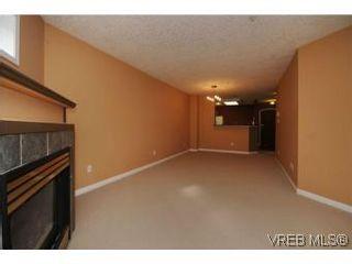 Photo 5: 111 1083 Tillicum Rd in VICTORIA: Es Kinsmen Park Condo for sale (Esquimalt)  : MLS®# 530725