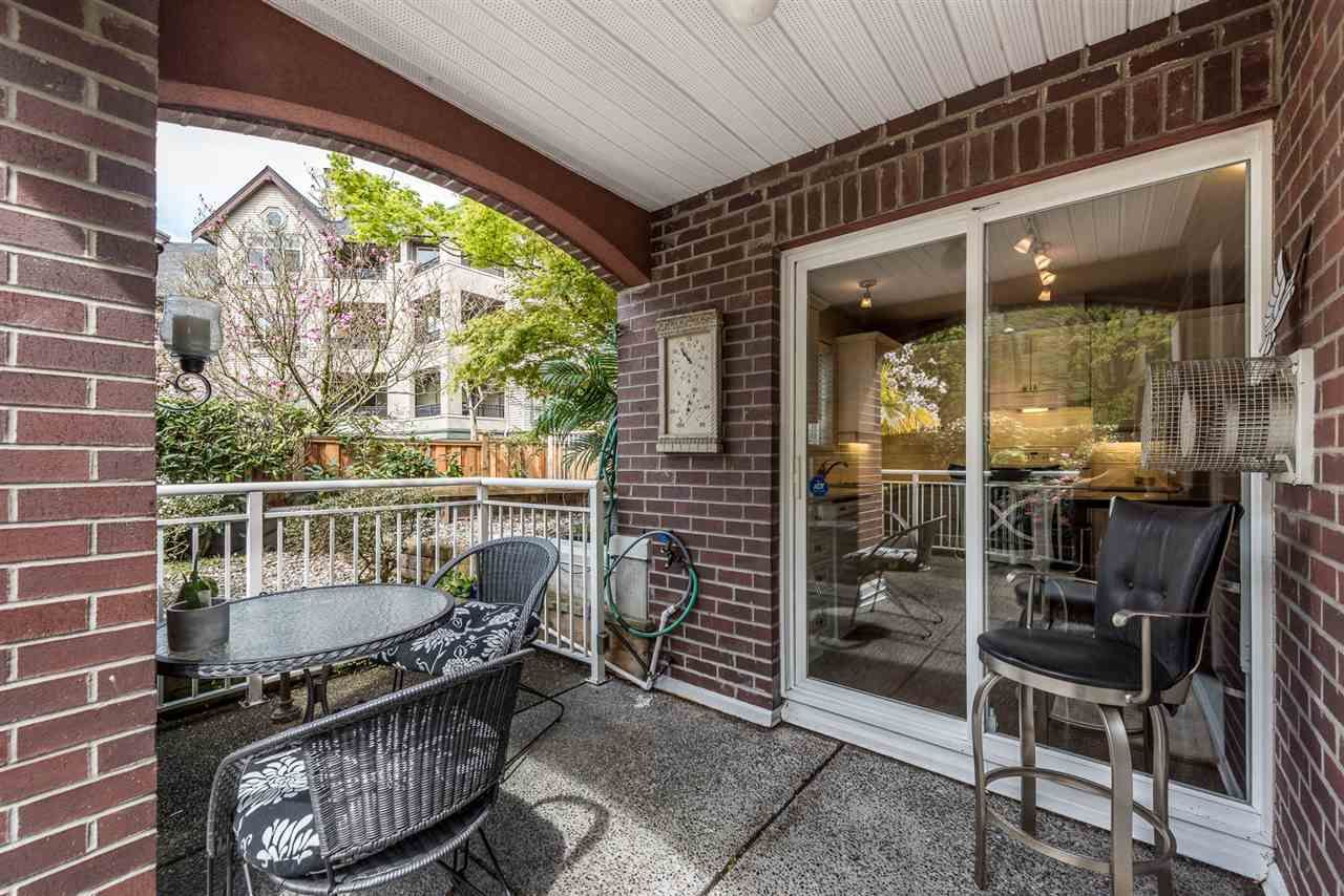 """Photo 13: Photos: 101 130 W 22 Street in North Vancouver: Central Lonsdale Condo for sale in """"THE EMERALD"""" : MLS®# R2159416"""