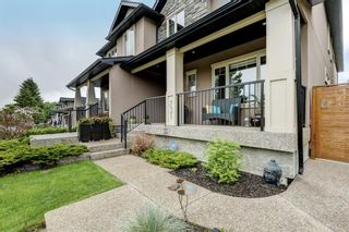 Photo 3: 731 24 Avenue NW in Calgary: Mount Pleasant Semi Detached for sale : MLS®# A1117382