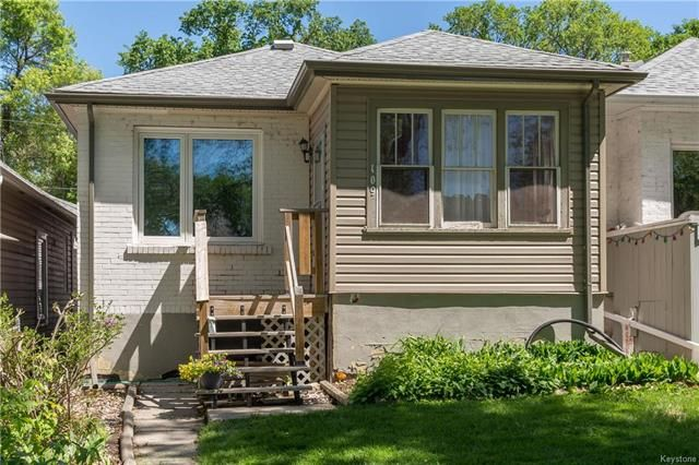 FEATURED LISTING: 109 Harbison Avenue Winnipeg