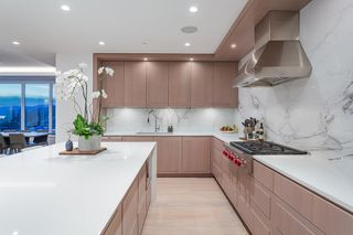"""Photo 4: 402 2289 BELLEVUE Avenue in West Vancouver: Dundarave Condo for sale in """"Bellevue by Cressey"""" : MLS®# R2620087"""