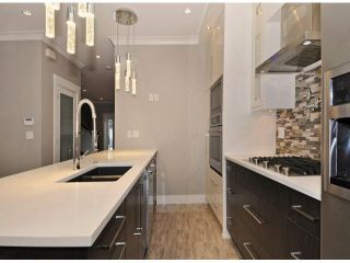 Photo 8: A 234 E 18TH Street in North Vancouver: Central Lonsdale 1/2 Duplex for sale : MLS®# V1069556