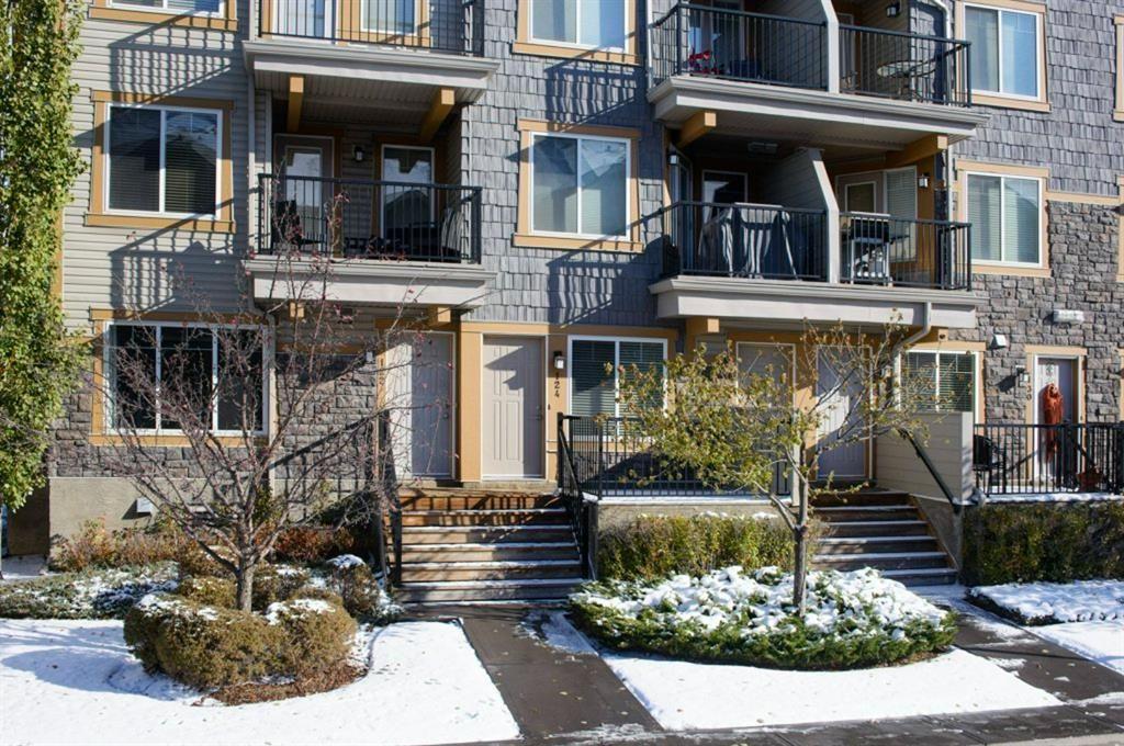 Main Photo: 124 Mckenzie Towne Lane SE in Calgary: McKenzie Towne Row/Townhouse for sale : MLS®# A1067331