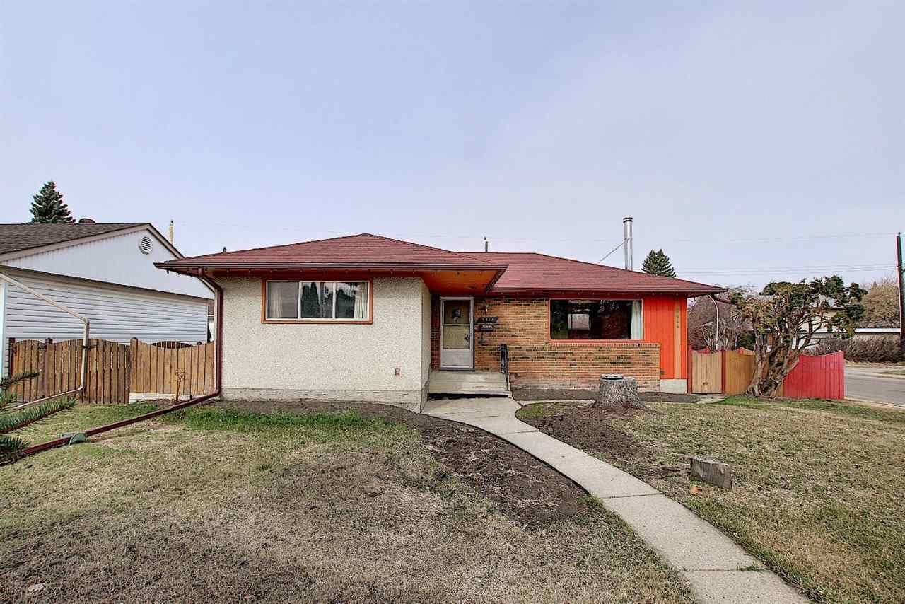 Main Photo: 9444 74 Street in Edmonton: Zone 18 House for sale : MLS®# E4240246