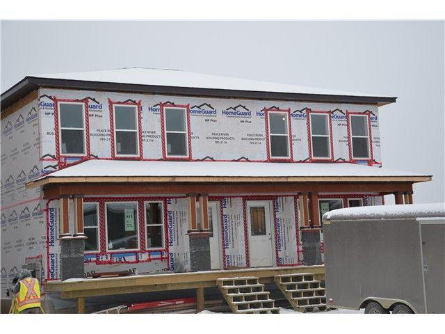 Main Photo: 9221 102 Avenue in Fort St. John: Fort St. John - City NE 1/2 Duplex for sale (Fort St. John (Zone 60))  : MLS®# N232086