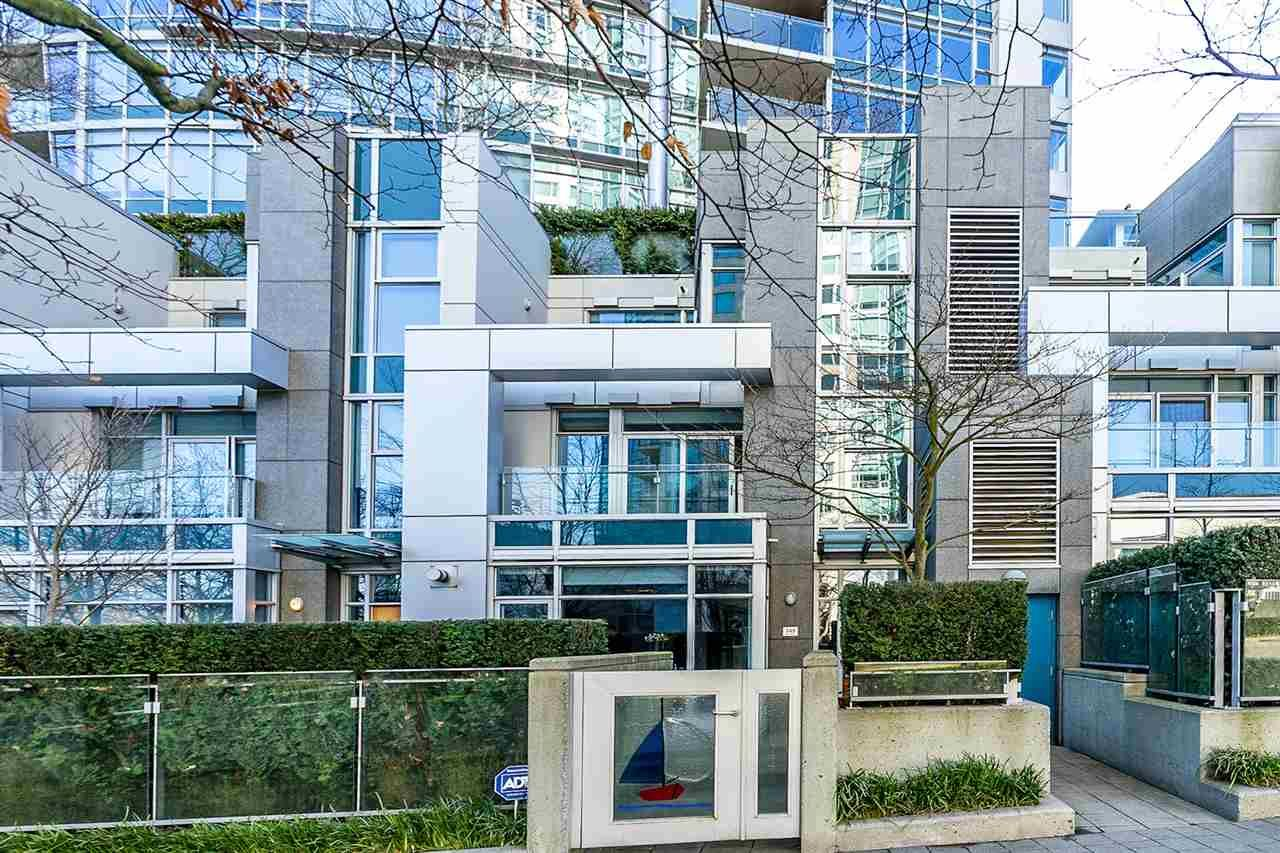 """Main Photo: TH26 348 JERVIS Mews in Vancouver: Coal Harbour Townhouse for sale in """"CALLISTO OF COAL HARBOUR"""" (Vancouver West)  : MLS®# R2440570"""