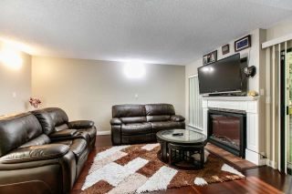 """Photo 4: 7359 PINNACLE Court in Vancouver: Champlain Heights Townhouse for sale in """"PARKLANE"""" (Vancouver East)  : MLS®# R2207367"""