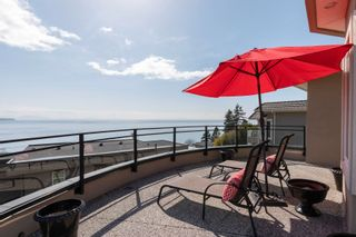 """Photo 25: 14342 SUNSET Drive: White Rock House for sale in """"White Rock Beach"""" (South Surrey White Rock)  : MLS®# R2590689"""