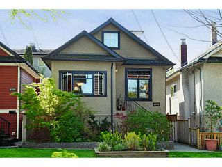 """Photo 1: 4381 QUEBEC Street in Vancouver: Main House for sale in """"MAIN STREET"""" (Vancouver East)  : MLS®# V1003822"""