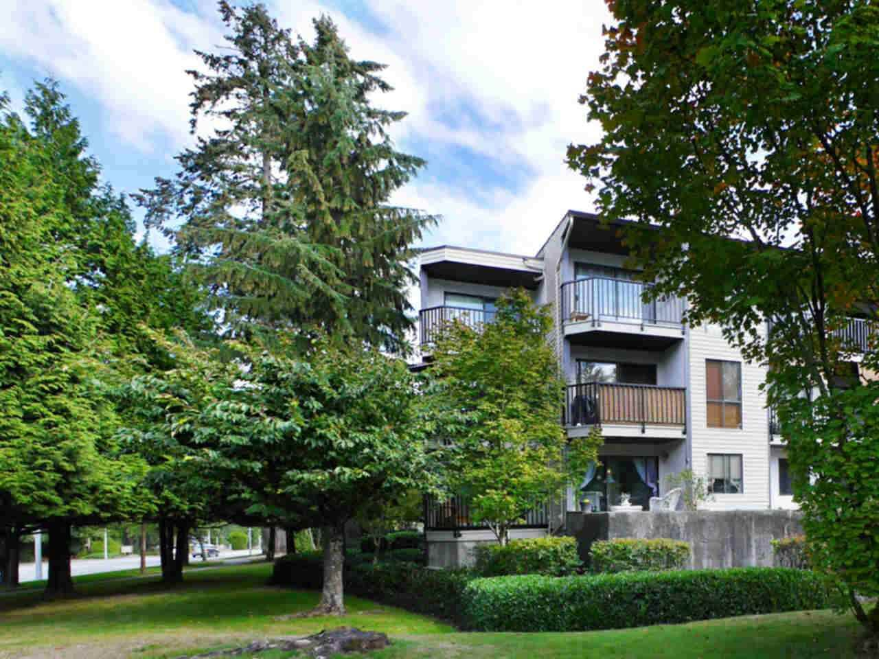 """Photo 2: Photos: 105 9952 149 Street in Surrey: Guildford Condo for sale in """"Tall Timbers"""" (North Surrey)  : MLS®# R2107429"""