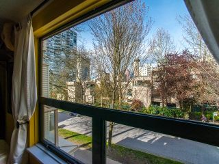 """Photo 10: 401 1350 COMOX Street in Vancouver: West End VW Condo for sale in """"Broughton Terrace"""" (Vancouver West)  : MLS®# R2258783"""