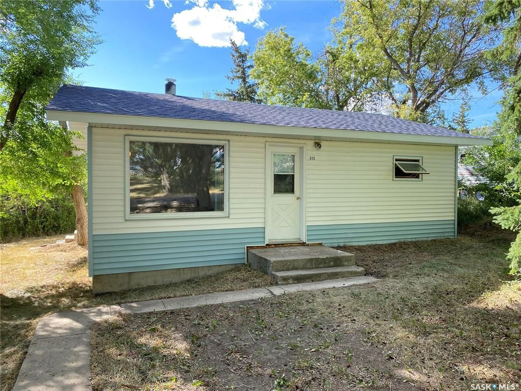 Main Photo: 313 2nd Street East in Beechy: Residential for sale : MLS®# SK866776