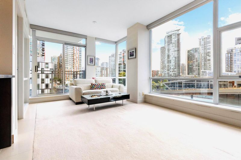 FEATURED LISTING: 803 - 1455 HOWE Street Vancouver