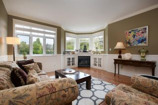 Photo 3: 571 Caselton Pl in : SW Royal Oak Row/Townhouse for sale (Saanich West)  : MLS®# 853628