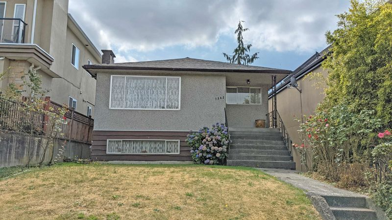 FEATURED LISTING: 1562 34TH Avenue East Vancouver