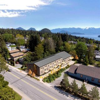 """Photo 3: 201 672 NORTH Road in Gibsons: Gibsons & Area Townhouse for sale in """"The Driftwood Gibsons"""" (Sunshine Coast)  : MLS®# R2577685"""