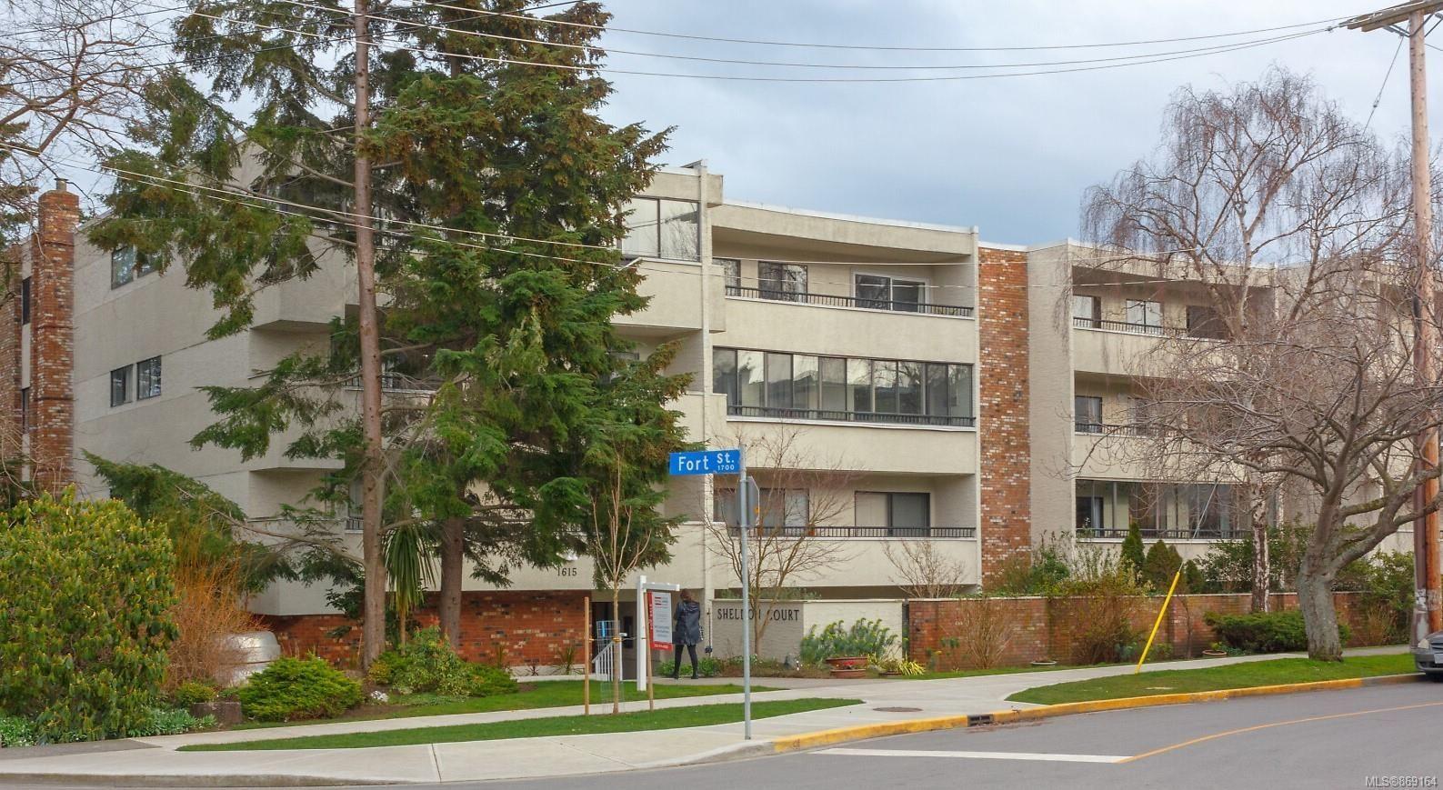 Main Photo: 207 1615 Belcher Ave in : Vi Jubilee Condo for sale (Victoria)  : MLS®# 869164