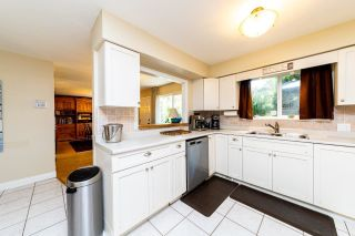 Photo 8: 13735 BLACKBURN Avenue: White Rock House for sale (South Surrey White Rock)  : MLS®# R2477840