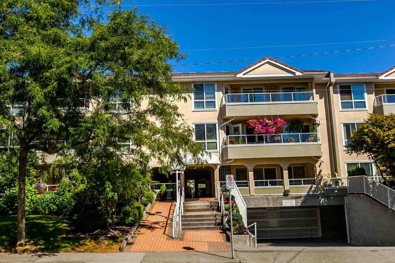 """Main Photo: 312 15875 MARINE Drive: White Rock Condo for sale in """"Southpoint"""" (South Surrey White Rock)  : MLS®# R2199043"""