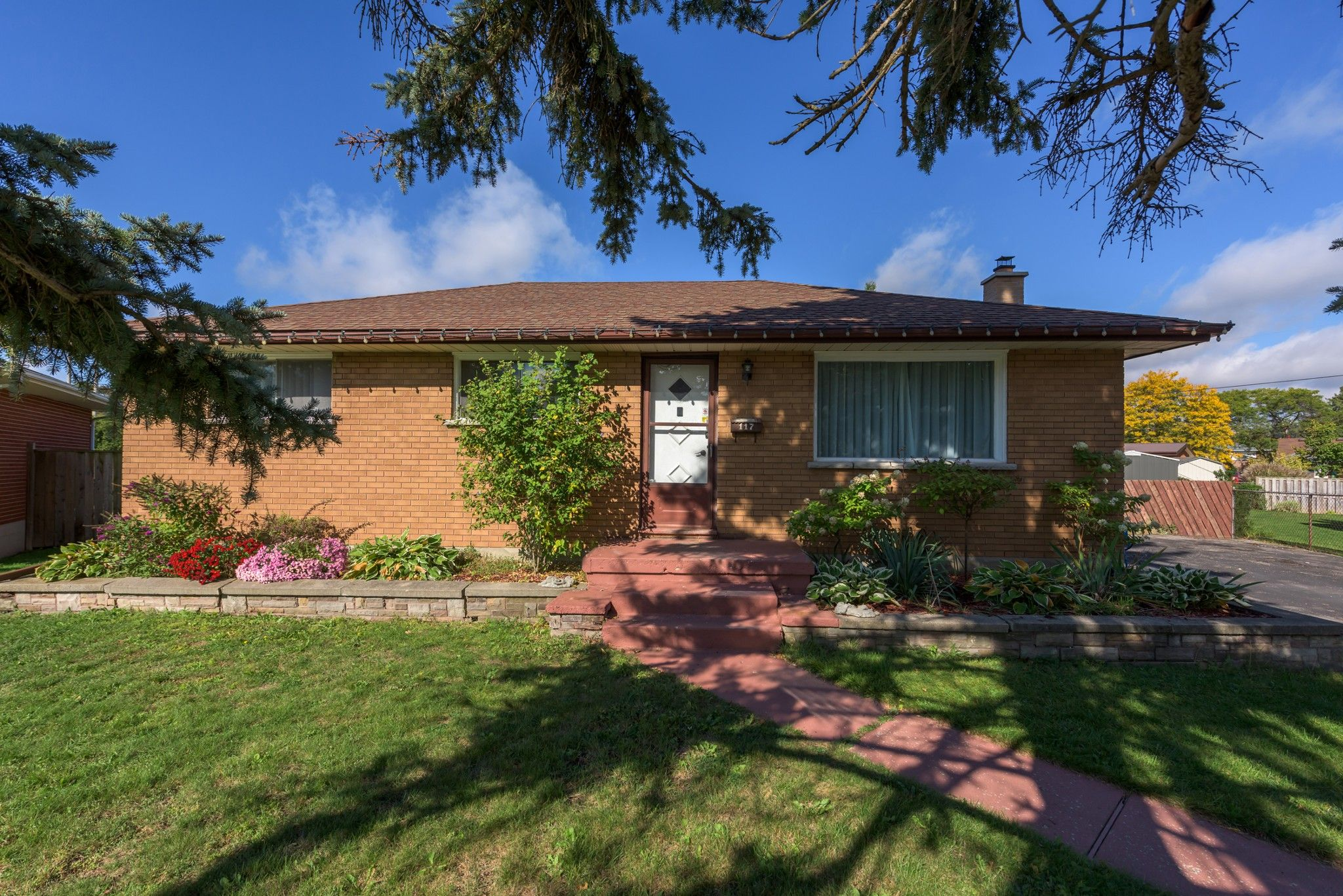 Main Photo: 117 GOLDWICK Crescent in London: Property for sale : MLS®# 40027735