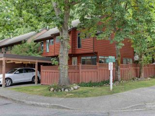 Photo 2: 4865 FERNGLEN DRIVE in Burnaby: Greentree Village Townhouse for sale (Burnaby South)  : MLS®# R2487717