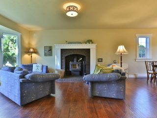 Photo 3: 504 W First Ave in QUALICUM BEACH: PQ Qualicum Beach House for sale (Parksville/Qualicum)  : MLS®# 763328