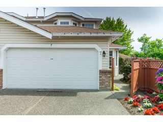 """Photo 1: 7 9163 FLEETWOOD Way in Surrey: Fleetwood Tynehead Townhouse for sale in """"Beacon Square"""" : MLS®# R2387246"""
