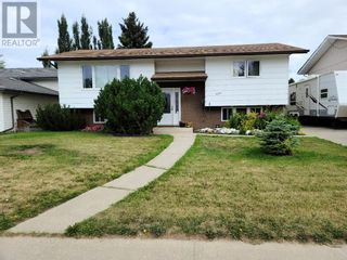 Photo 1: 900 11 Avenue SE in Slave Lake: House for sale : MLS®# A1140512