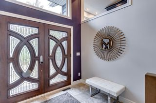 Photo 2: 32 Bow Village Crescent NW in Calgary: Bowness Detached for sale : MLS®# A1138137
