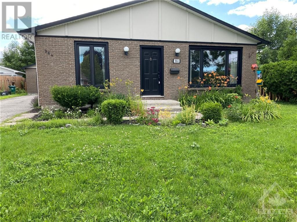 Main Photo: 964 WARBLER BAY in Ottawa: House for rent : MLS®# 1250872