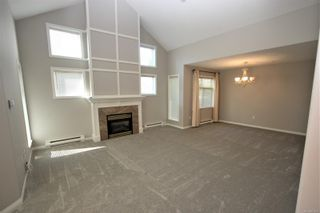Photo 2: 5233 Arbour Cres in : Na North Nanaimo Row/Townhouse for sale (Nanaimo)  : MLS®# 877081