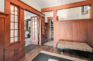 Photo 3: 1847 VENABLES Street in Vancouver: Hastings House for sale (Vancouver East)  : MLS®# R2034976