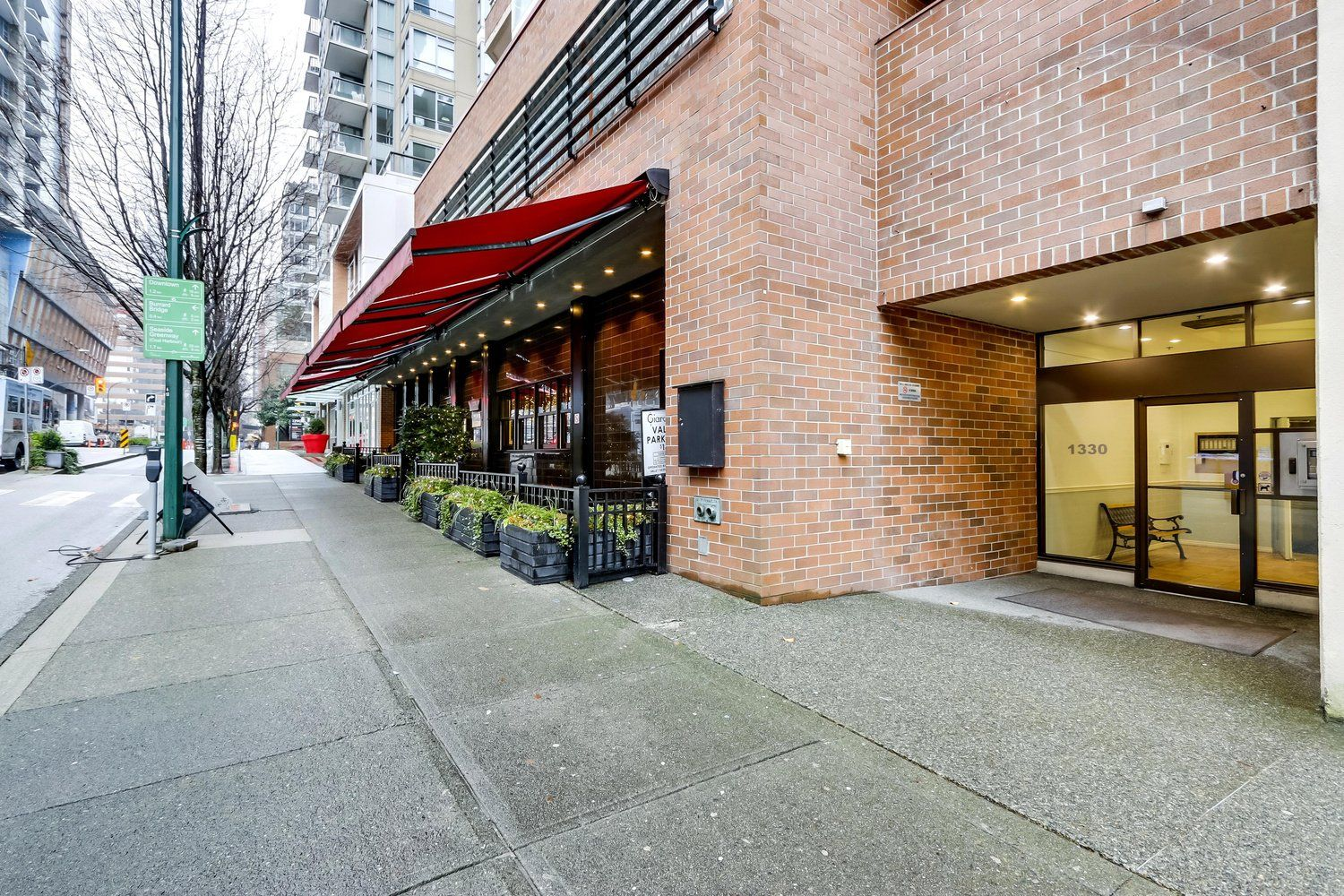 """Main Photo: 407 1330 HORNBY Street in Vancouver: Downtown VW Condo for sale in """"HORNBY COURT"""" (Vancouver West)  : MLS®# R2522576"""