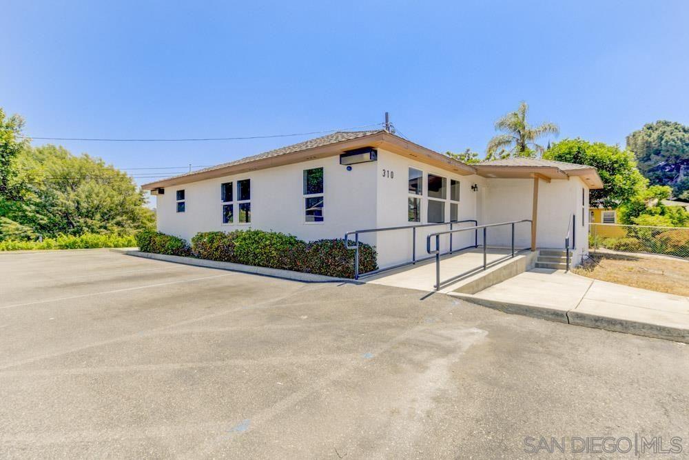 Main Photo: VISTA House for sale : 3 bedrooms : 310 Civic Center Dr.