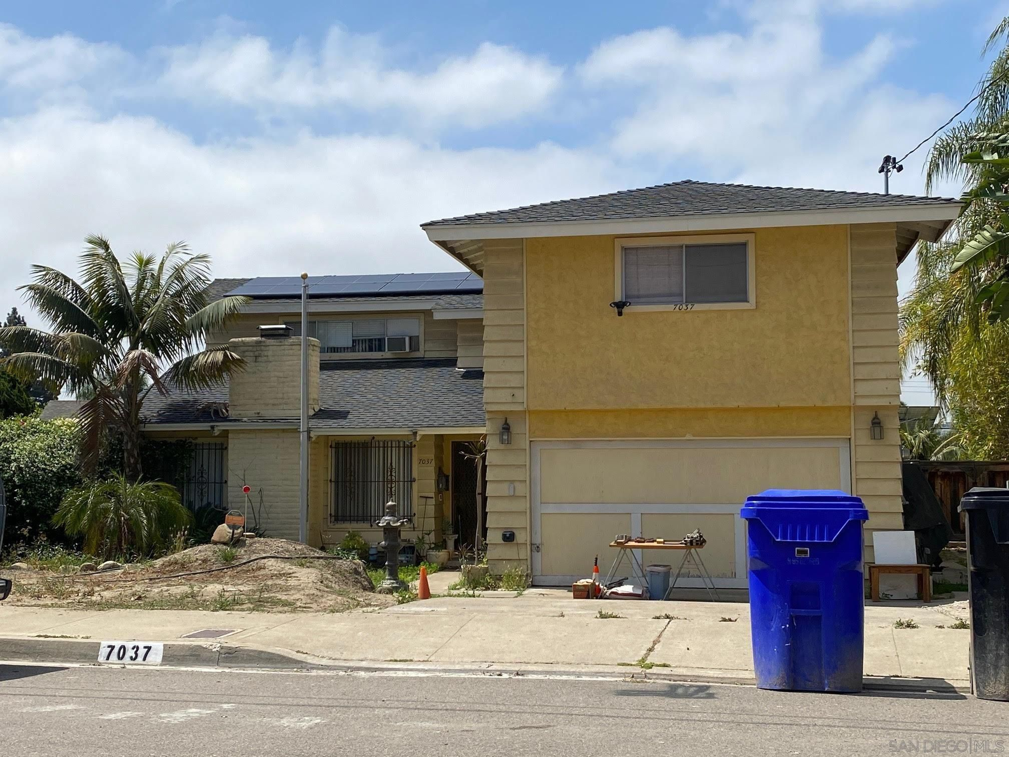 Main Photo: SAN CARLOS House for sale : 5 bedrooms : 7037 Everglades Ave in San Diego