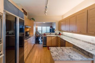 """Photo 7: 2375 FOLKESTONE Way in West Vancouver: Panorama Village Townhouse for sale in """"Westpointe"""" : MLS®# R2147678"""