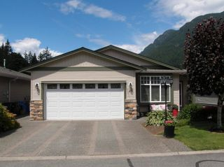 Photo 2: 20 21293 LAKEVIEW Crescent in Hope: Hope Kawkawa Lake Townhouse for sale : MLS®# R2596395