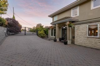 """Photo 38: 14342 SUNSET Drive: White Rock House for sale in """"White Rock Beach"""" (South Surrey White Rock)  : MLS®# R2590689"""