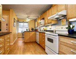 "Photo 2: 2 20985 CAMWOOD Avenue in Maple Ridge: Southwest Maple Ridge Townhouse for sale in ""MAPLE COURT"" : MLS®# V809174"