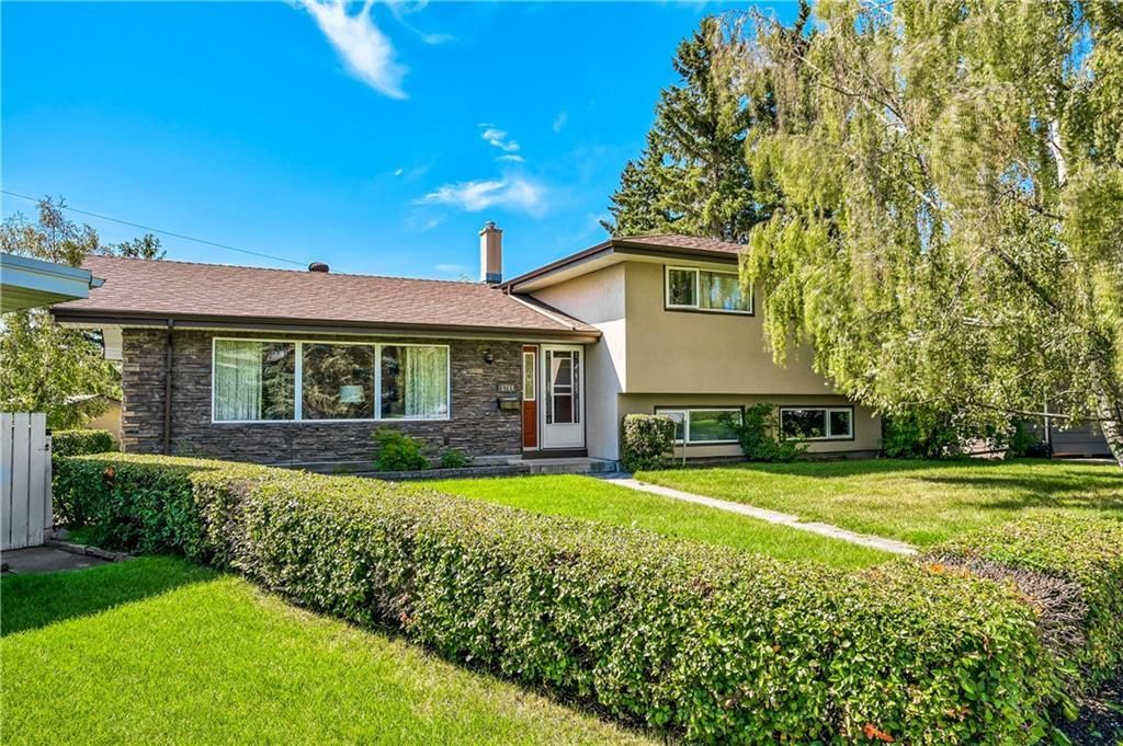Main Photo: 5744 LODGE Crescent SW in Calgary: Lakeview Detached for sale : MLS®# A1024543