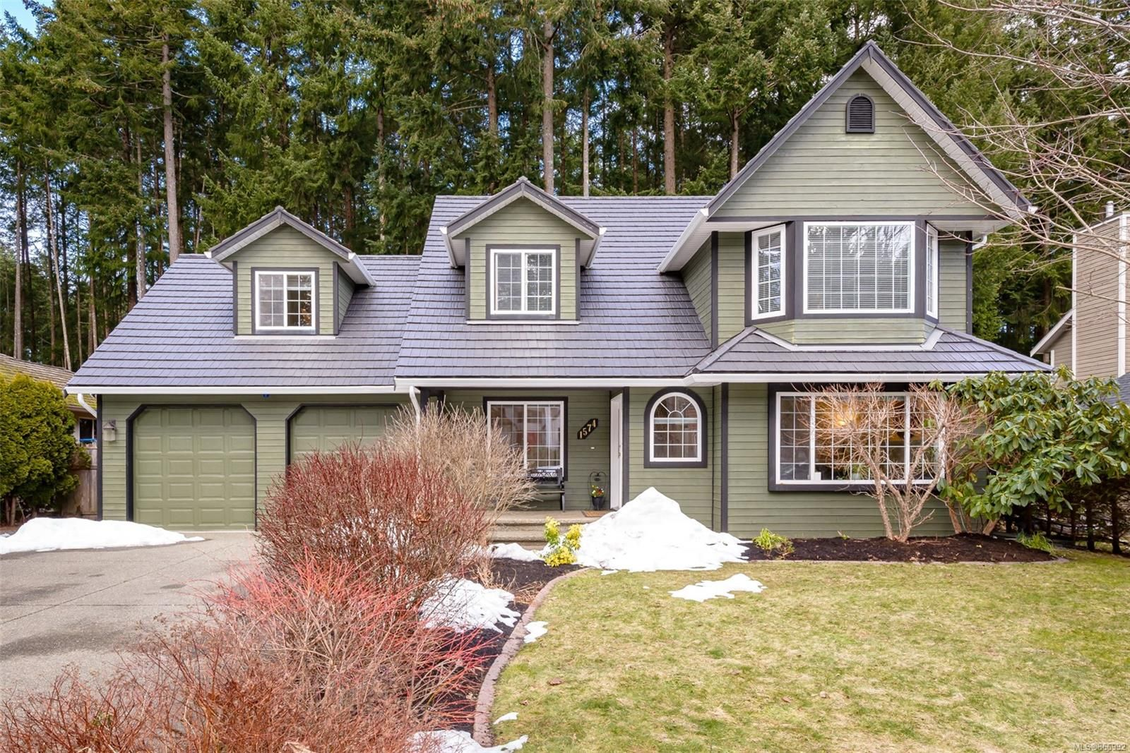 Main Photo: 1574 Mulberry Lane in : CV Comox (Town of) House for sale (Comox Valley)  : MLS®# 866992