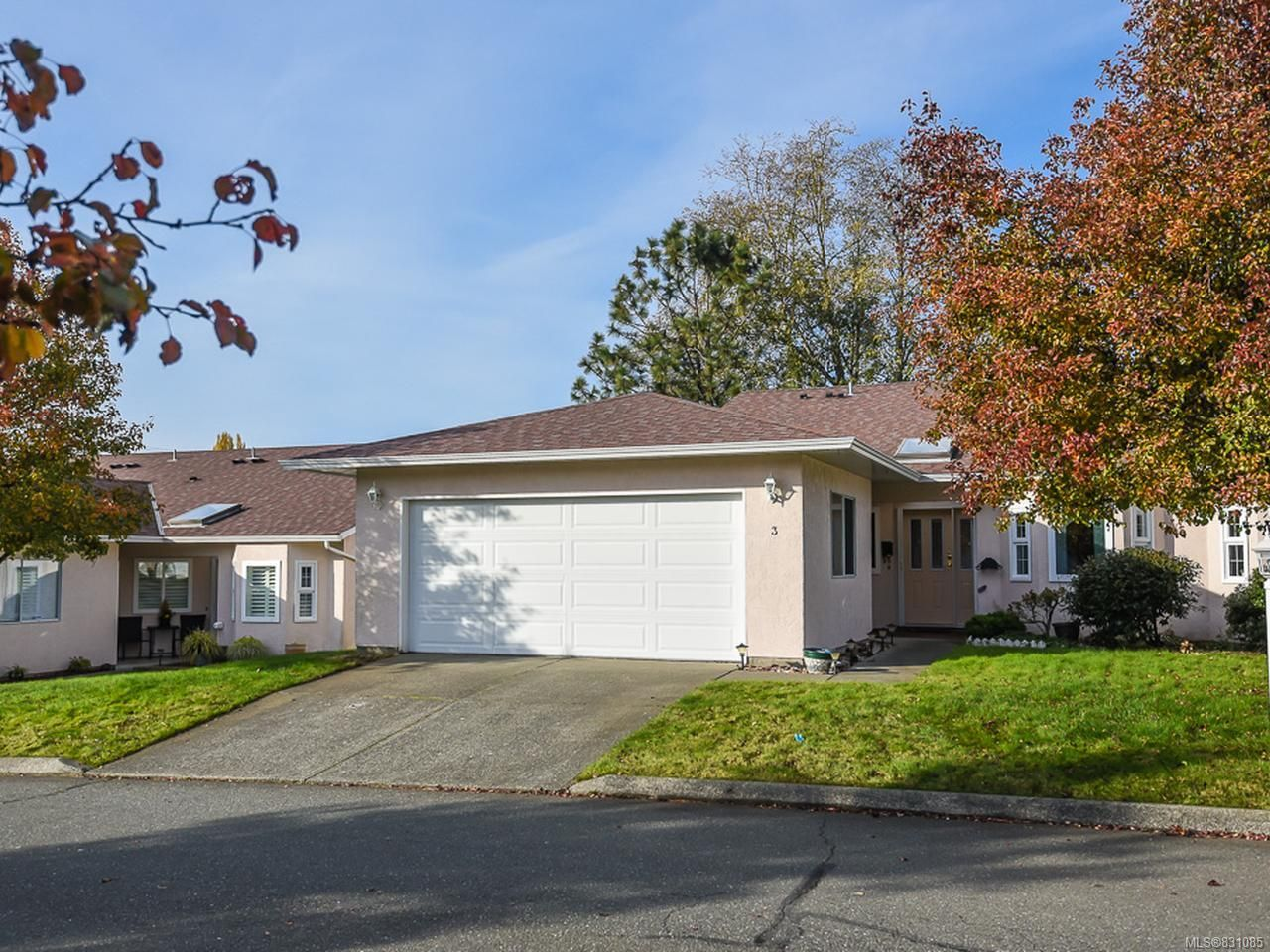 Main Photo: 3 2030 Robb Ave in COMOX: CV Comox (Town of) Row/Townhouse for sale (Comox Valley)  : MLS®# 831085