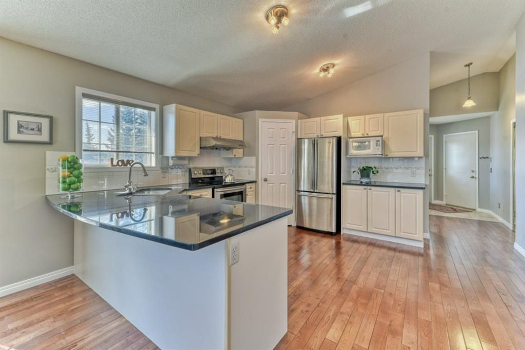 Photo 4: Photos: 245 Citadel Crest Park NW in Calgary: Citadel Detached for sale : MLS®# A1088595