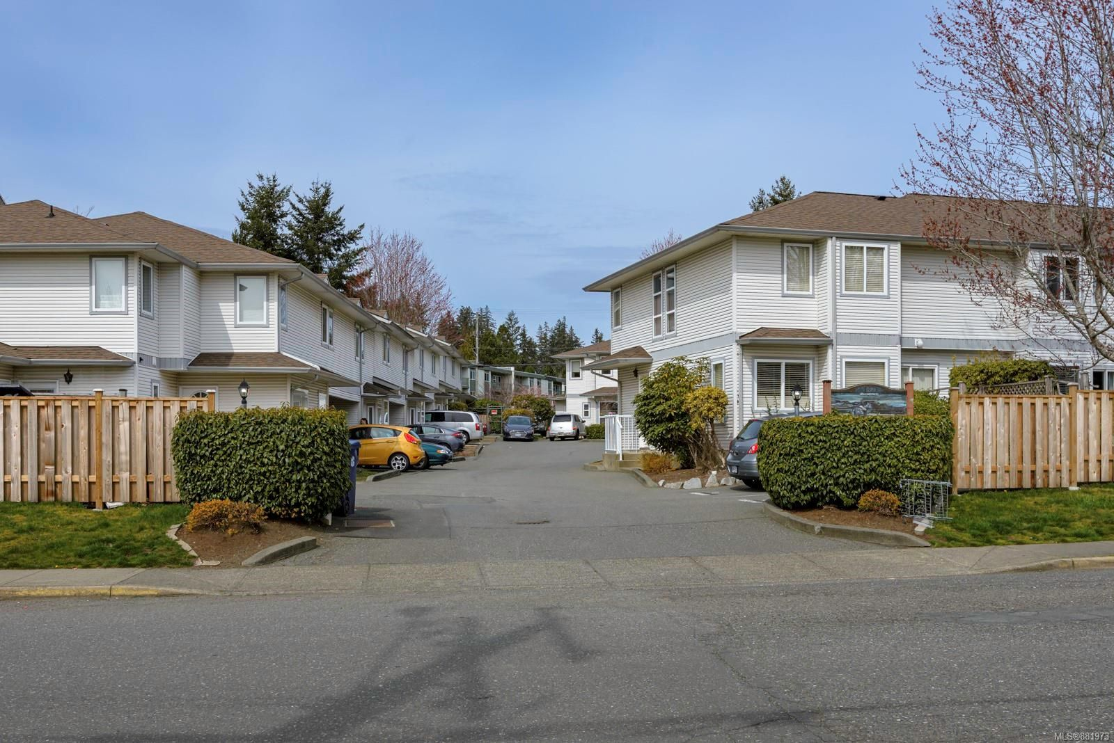 Main Photo: 16 1180 Braidwood Rd in : CV Courtenay East Row/Townhouse for sale (Comox Valley)  : MLS®# 881973